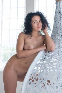 http://img148.imagevenue.com/loc335/th_978361373_MetArt_Presenting_Yulianna_Yulianna_high_0049_123_335lo.jpg