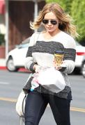 http://img148.imagevenue.com/loc461/th_708480850_Hilary_Duff_Beverliz_Cafe_in_Beverly_Hills23_122_461lo.jpg