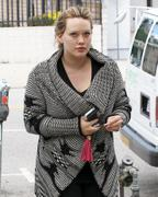 http://img148.imagevenue.com/loc591/th_344064302_Hilary_Duff_at_Zankou_Chicken23_122_591lo.JPG