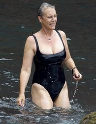 Jamie Lee Curtis Rocks a Swimsuit in Hawaii (LQ)
