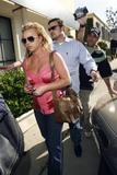 th_00994_brit010sandino_122_659lo - Britney Spears va mieux, son décolleté aussi
