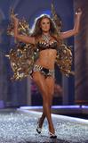 th_95266_Victoria_Secret_Celebrity_City_2007_FS348_123_681lo.JPG