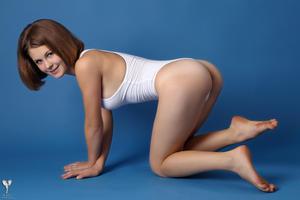 http://img148.imagevenue.com/loc71/th_365028678_tduid300163_silver_angels_Sandrinya_I_whiteswimwear_1_050_122_71lo.jpg