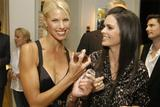 Бет Остроски, фото 54. Beth Ostrosky and Katie Lee Joel - Badgley Mischka launch Party 2006, foto 54