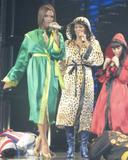recapitulation with News & Pix since VB moved to L.A - Page 2 Th_14603_celeb-city.eu_Spice_Girls_in_Concert_168_123_747lo